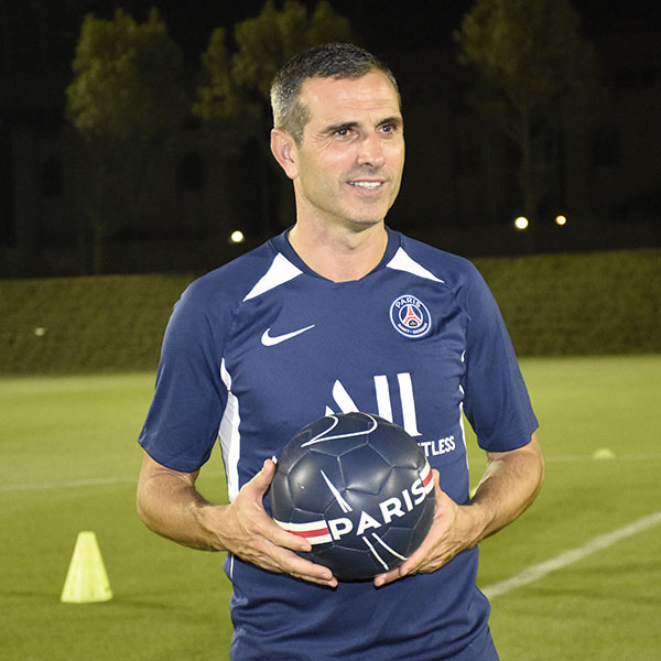 Pauleta visits the Paris Saint-Germain Academy Qatar